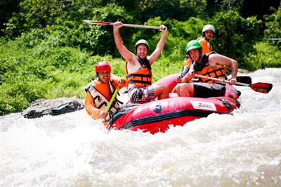 Rafting in padurea tropicala